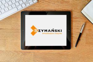mockup logo szymanski tablet scaled 1